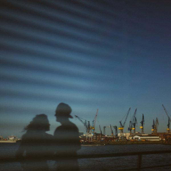 Sommerliches Verlobungsshooting in Hamburg - Dany & Basti