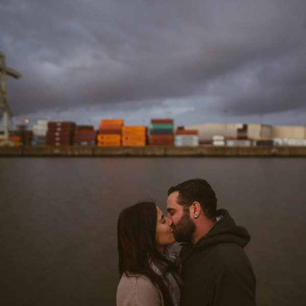 Verlobungsshooting am Hamburger Elbstrand - Jenny & James